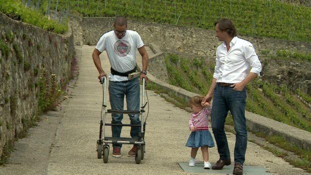 ديفيد قال لابنة الدكتور كورتين إنه سيتمكن من المشي قبلها