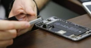 تحتاج عملية اختراق أجهزة آي فون إلى خبرة إلكترونية عالية المستوى
